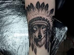 Loup Tatouage Signification : signification tatouage dessin loup mignon aux yeux bleus avec couronne indienne tatouage pour ~ Dallasstarsshop.com Idées de Décoration