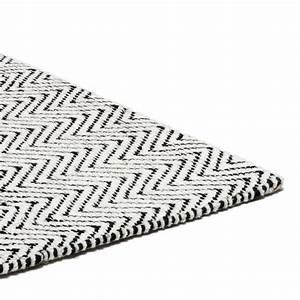 tapis design lignes geometriques noir et blanc en coton et With tapis noir et blanc design