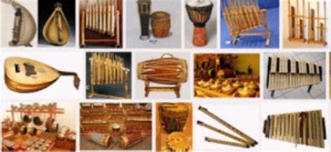 Alat musik tradisional dari indonesia bangsa indonesia merupakan bangsa yang kaya akan kebudayaan terutama di bidang kesenian yang talempong merupakan alat musik tradisional berasal dari daerah sumatera barat yang terbuat dari logam dan tembaga cara menggunakan nya. 5 Alat Musik Tradisional yang Berasal dari Daerah Banten - Satu Jam