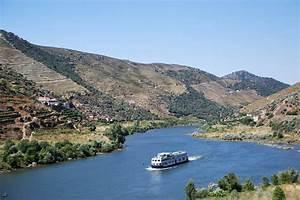 Fluss In Portugal : douro fluss stockfoto bild von portugal boot berge 3097586 ~ Frokenaadalensverden.com Haus und Dekorationen