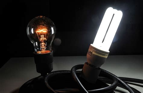 who invented the fluorescent l electric light
