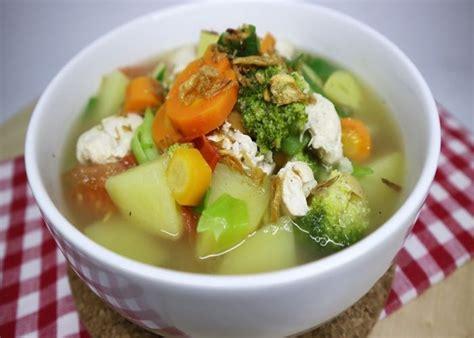 Resep sayur sop ayam bening menjadi masakan favorit keluarga modern saat ini. Mau Cari Resep Sop Ayam? Kamu Dapat Menemukannya Disini!