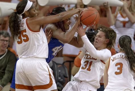 tennessee   bombs  tame texas   rivalry