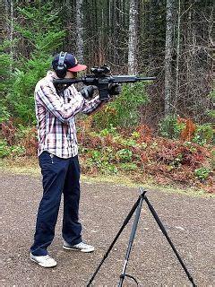 foto de Hammers Telescopic Shooting Tripod w/ Pivot V Yoke