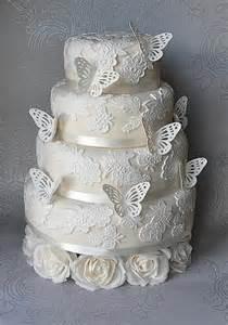 hochzeitstorten fondant fondant cake butterfly lace white wedding cake 1914898 weddbook