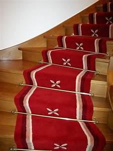 Maintal Polsterbett Mit Treppe : treppenl ufer auf einer gewendelten treppe mit muster raumausstatter m ller ~ Bigdaddyawards.com Haus und Dekorationen