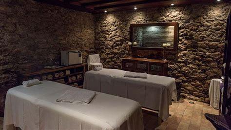 Habitación interior convertida en sala de masajes | Salón