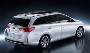 toyota corolla crossover auto novita nuova toyota auris station wagon ibrida 2013