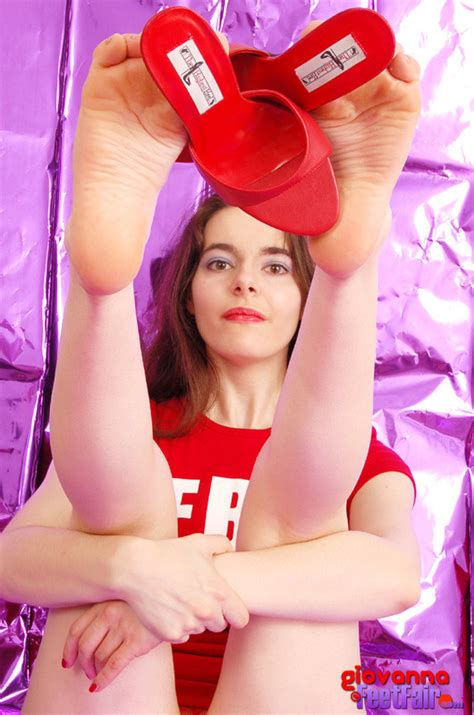 Zeefeets Female Feet Pictures And Videos Dangling Her Heels