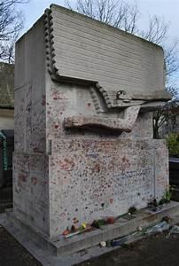 Oscar Wilde Paris France poet grave