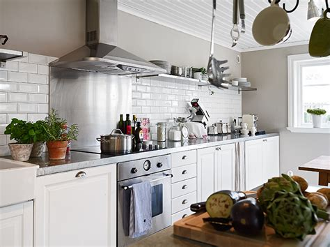 cottage kitchen backsplash cottage by the sea see this house