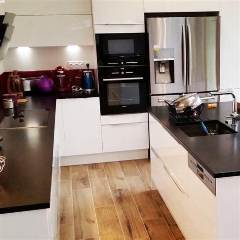cuisine blanche et plan de travail noir davaus cuisine blanche plan de travail granit noir
