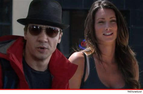 jeremy renner swimsuit jeremy renner my wife extorted me with intimate videos