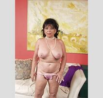 Xpics Me Hot Granny Amateur Granny Toying Her Hairy Pussy