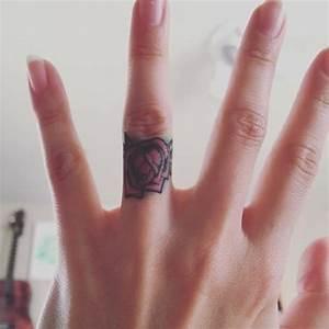 Tatouage Sur Doigt : 85 tatouage doigts types significations et conseils ~ Melissatoandfro.com Idées de Décoration