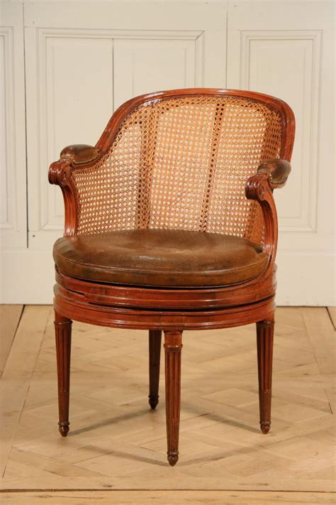 fauteuil de bureau louis xvi fauteuil tournant de bureau époque louis xvi fauteuils