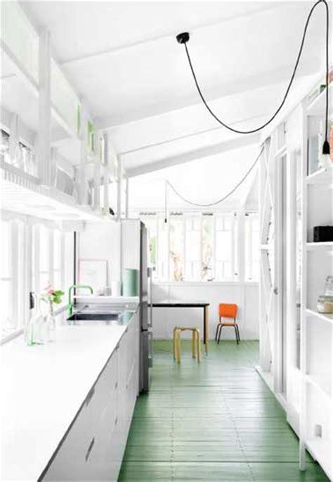 cuisine en longueur ouverte cuisine verrière 12 cuisines lumineuses ouvertes sur le