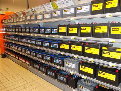 batterie et bougies pour démarrer chargeur et câbles de démarrage pour dépanner