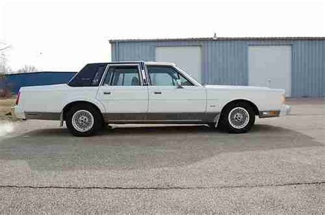 sell   lincoln town car signature series