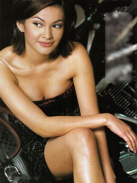 Club De Sexymind Indonesian Model Novie Amelia Wearing