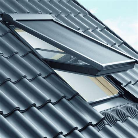 store exterieur fenetre de toit store ext 233 rieur pare soleil pour fen 234 tre de toit velux