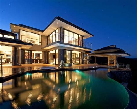 Really nice house with water