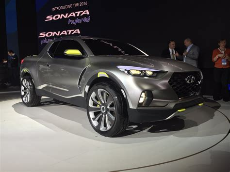 Have you ever considered the current range of pickups to be too small? Hyundai Ute unveiled : Santa Cruz Pick-up Concept - Photos ...
