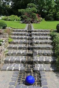 Wasserlauf Im Garten : hanggarten in wuppertal hausgarten mit trockenmauer und wasserlauf h c eckhardt gmbh co kg ~ Orissabook.com Haus und Dekorationen