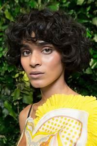 Coupe Courte Cheveux Bouclés : coupe courte boule automne hiver 2018 les plus belles ~ Melissatoandfro.com Idées de Décoration