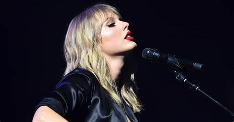 CHECK OUT: Taylor Swift will Perform Her Old Songs at the ...