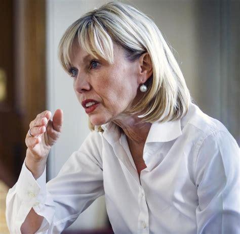 """She was the fourth wife of the former german chancellor gerhard schröder. Doris Schröder-Köpf: """"Merkel hat Asylrecht faktisch außer ..."""