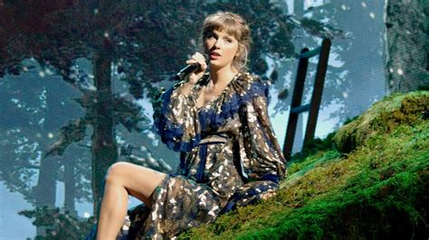 Taylor Swift Shares 'Fearless (Taylor's Version ...