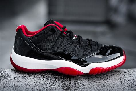 detailed    air jordan   bred