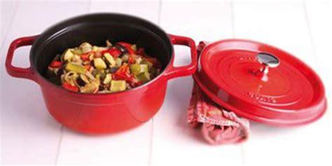 cuisiner avec une cocotte en fonte plat en cocotte comment les cuisiner facilement