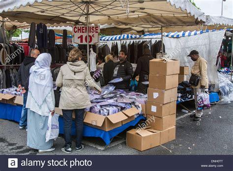 Flea Market, Porte De Montreuil, Montreuil (93) Seine Lit Bois 90x190 Banquette Double Mezzanine Pas Chere Tex Baby Parapluie Ikea Bébé Lampe à Accrocher Au D Appoint Futon 1 Place Fille