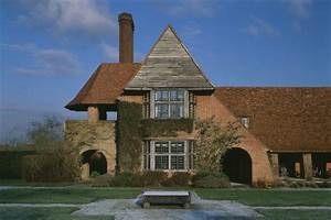 The Enduring English Style of Architect Edwin Lutyens ...