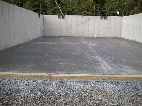 builds house concrete slab