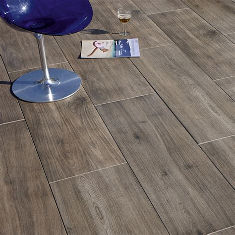 Feinsteinzeug Terrassenplatten 2 Cm by Terrassenplatte Cera 2 0 Nussbaum 40 Cm X 120 Cm X 2 Cm
