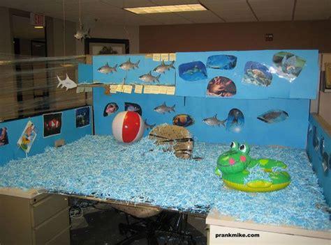 poisson d avril bureau 40 idées de poissons d 39 avril spécial bureau 2tout2rien