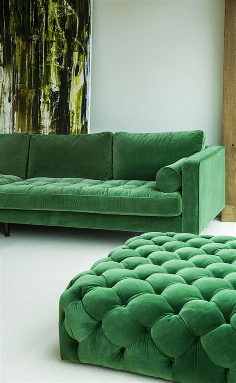 canapé chesterfield velour 25 best ideas about green sofa on green