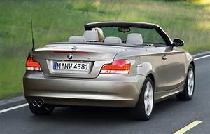 Bmw Serie 1 Cabriolet : bmw 1 series convertible 2008 2013 driving performance parkers ~ Gottalentnigeria.com Avis de Voitures