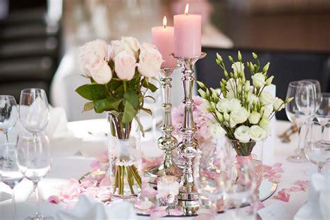 Blumen Hochzeit Dekorationsideenblumen Dekoration Fuer Gartenhochzeit 220 bersicht mit gl 228 ser und vasen f 252 r die tischdeko bei der