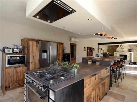louer une cuisine professionnelle une cuisine industrielle se fait une place dans une maison