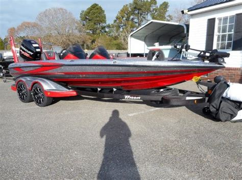 Triton Boats Reviews by Triton 21 Trx Bass Fishing With A Winner Boats