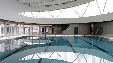 des panneaux en bois massif 233 pousent les courbes du nouveau centre aquatique de lille woodsurfer