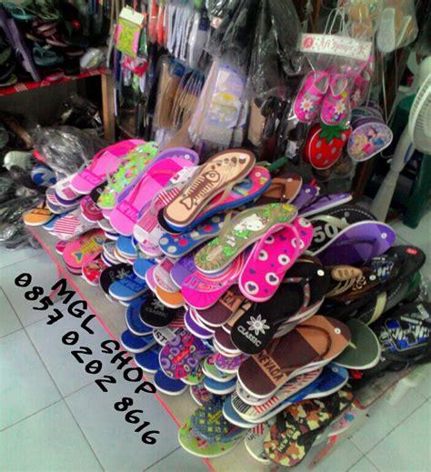 Sepatu Santai New Era jual sandal santai wanita slop jepit spon grosir murah