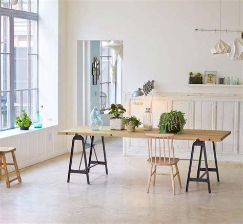 table cuisine en pin 39 idées déco de tréteaux pour créer une table ou un bureau