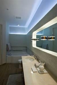 Moderne Badezimmer Beleuchtung : led indirekte beleuchtung f r ein exklusives badezimmer ~ Sanjose-hotels-ca.com Haus und Dekorationen