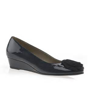 navy blue corsage dal gabriel low wedge court shoe blue patent