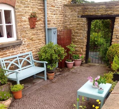 Home Design Ideas And Photos by Small Courtyard Ideas And Photos Small Walled Garden